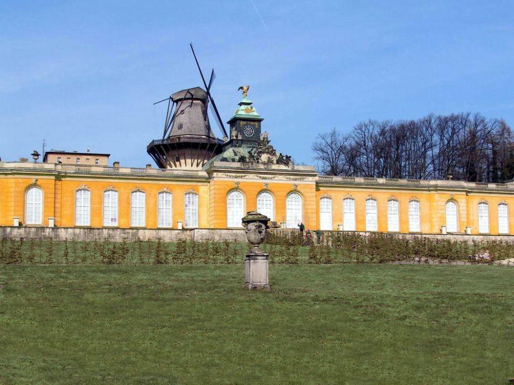 1024px-Potsdam_neue_kammern
