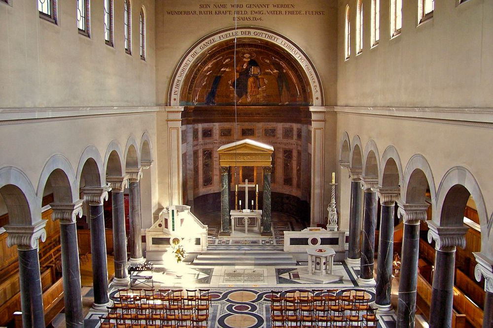 1280px-Friedenskirche-altar