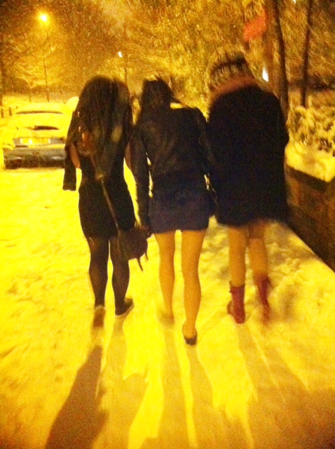 Strangers lookin' hot and freezing on their way to partay partay.